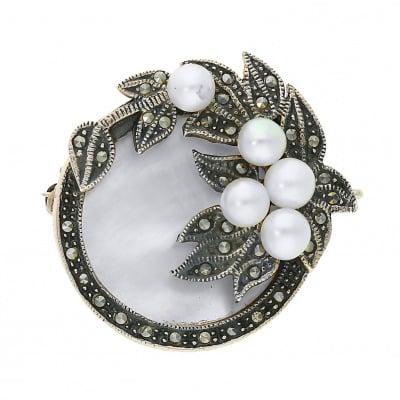 Srebrna broszka z perłami i markazytami