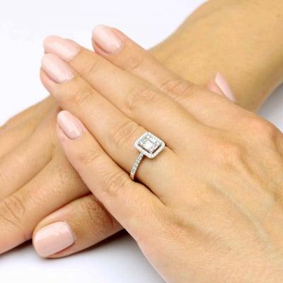 Pierścionek białego złota z brylantami i diamentami bagietowymi