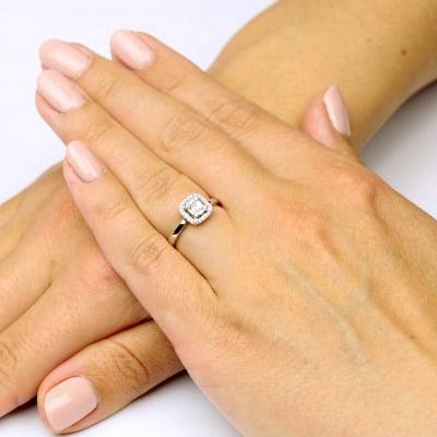 Pierścionek z białego złota z brylantami i diamentami bagietowymi