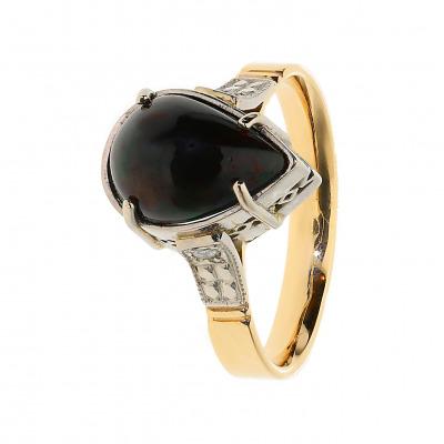 złoty pierścionek z opalem i diamentami