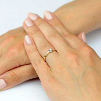 Pierścionek złoty z brylantami
