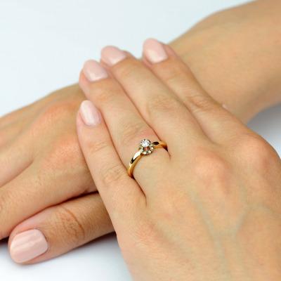 Pierścionek z żółtego złota i platyny z brylantem