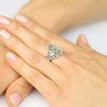 Wyjątkowy diamentowy pierścionek z bagietowymi brylantami