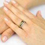 Brylantowy pierścionek ze złotymi łukami