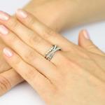 Wyjątkowy pierścionek brylantowy z 3 łukami