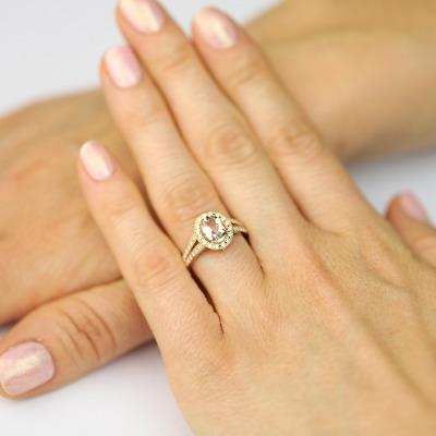 Pierścionek z różowego złota z morganitem i brylantami