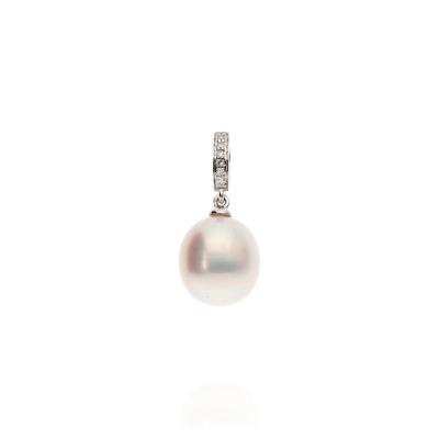 Przywieszka z białego złota z perłą i diamentami