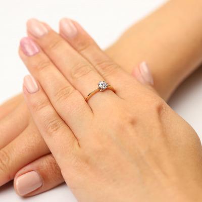 Pierścionek zaręczynowy złoty z brylantem 0,50 ct