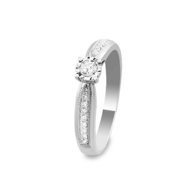 A&A Pierścionek wykonany w białym złocie z diamentami 0,26 kt.