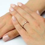 Pierścionek zaręczynowy z białego złota 750 z brylantem